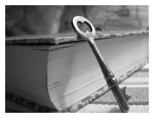 libro-clave-cerradura-abierto